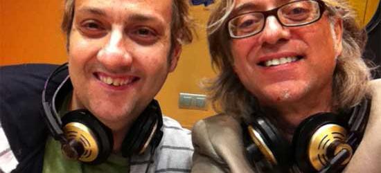 Albert Espinosa y Víctor Amela esperan Sant Jordi mirando las predicciones meteorológicas