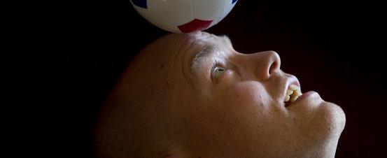 La Contra | Joel Rookwood, sociólogo del deporte: 'Se mofan de los hinchas que murieron aplastados'