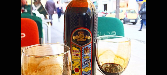 Palo (Mallorca, como Roser Amills): aperitivísimo brebaje, espirituoso y herbáceo trago. ¿Conocéis, rapazuelos?